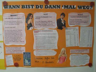Das Plakat vor der Bücherei bietet noch mehr Information